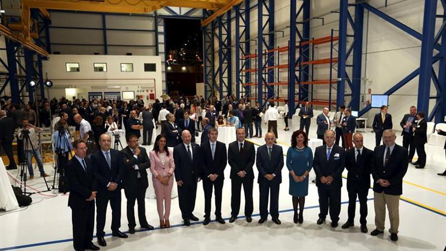 Inauguración de las instalaciones de Rolls-Royce en el puerto de La Luz.  (EFE/Elvira Urquijo A.)