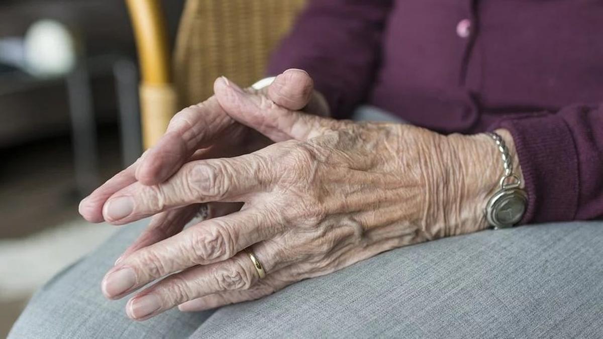 Imagen de archivo de una mujer mayor.