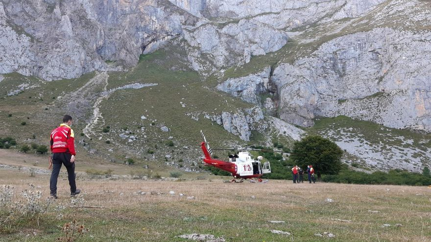 El helicóptero del Gobierno rescata senderistas en Picos de Europa