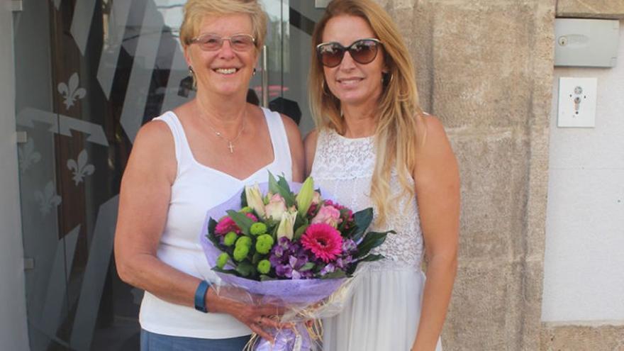 Margaret Hales ha recibido la felicitación de la concejala de Comunicación, Myra van't Hoff, por su nombramiento.
