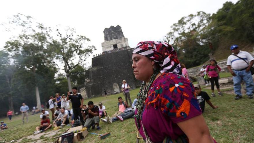 Expertos abogan por incorporar las prácticas mayas a la medicina occidental