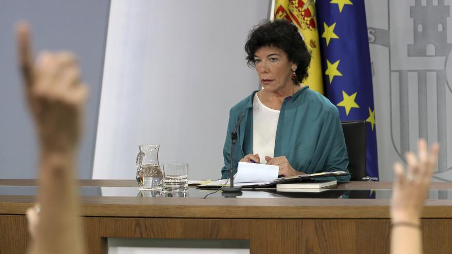 Isabel Celaá en la rueda de prensa posterior al Consejo de Ministras. EFE
