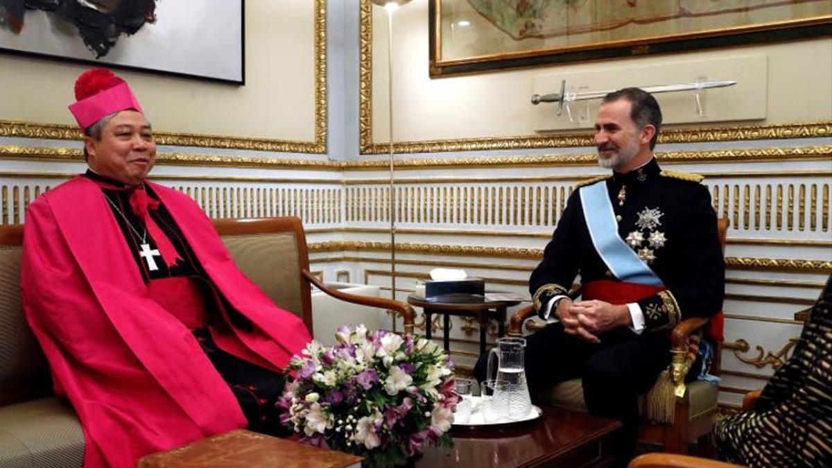 Bernardito Auza, nuncio del Papa, con el rey Felipe VI.