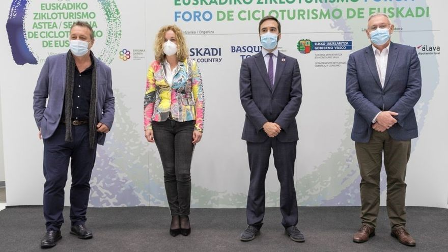 El consejero de Turismo, Comercio y Consumo, Javier Hurtado, ha clausurado este viernes el I Foro de Cicloturismo que se ha celebrado esta semana en Vitoria