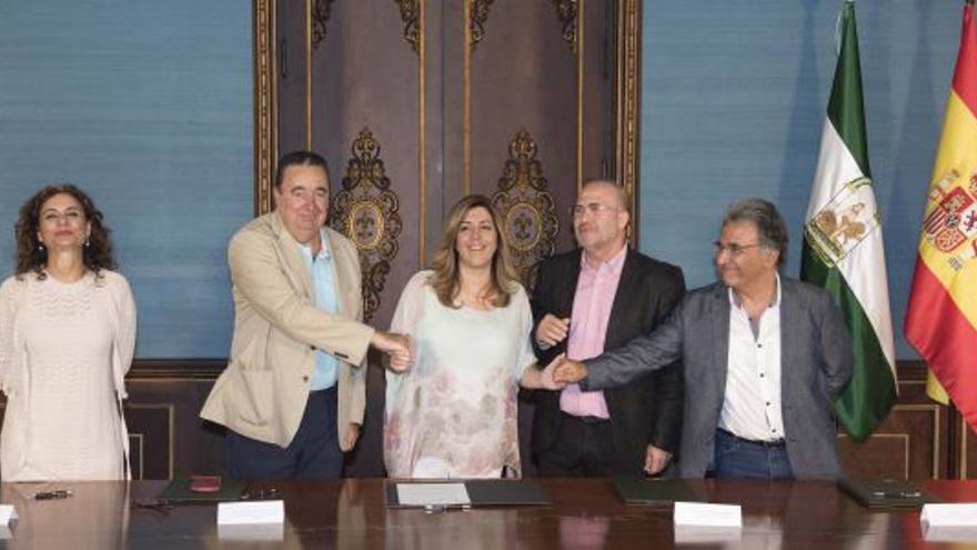 Susana Díaz con representantes de los funcionarios de la Junta de Andalucía.
