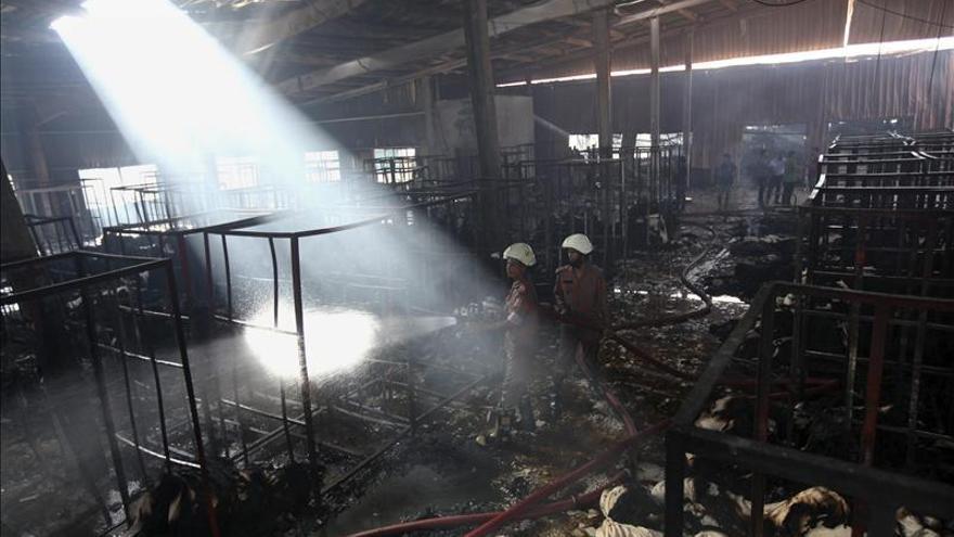 Al menos nueve muertos en un incendio en una fábrica textil en Bangladesh