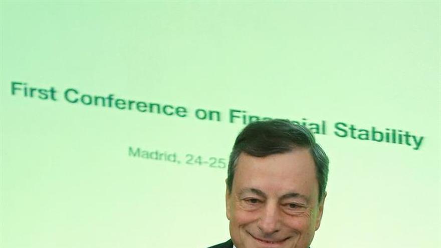 Draghi pide cooperación internacional por los riesgos de la banca en la sombra
