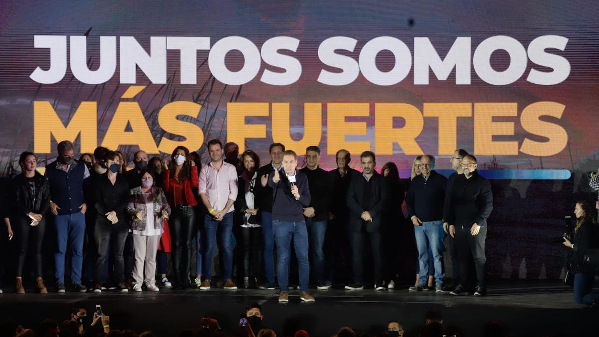 Diego Santilli, ganador en la provincia de Buenos Aires, ayer, en el bunker en la capital provincial.