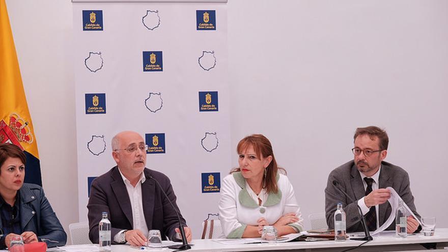 El presidente del Cabildo de Gran Canaria, Antonio Morales, la consejera de Turismo, Inés JIménez y el consejero de Desarrollo Económico, Raúl García Brink.