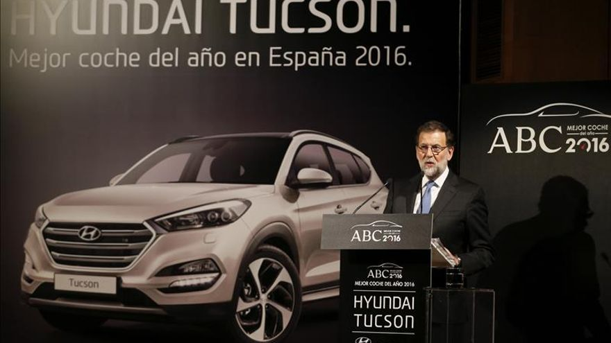 """Rajoy rechaza gobiernos de """"involución"""" y que """"juegan con las cosas de comer"""""""