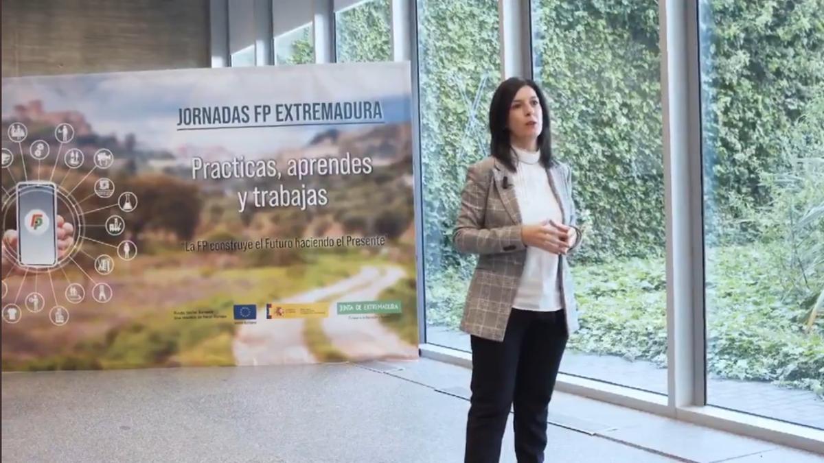 La consejera de Educación, Esther Gutiérrez, en las jornadas de FP 'Practicas, aprendes y trabajas'