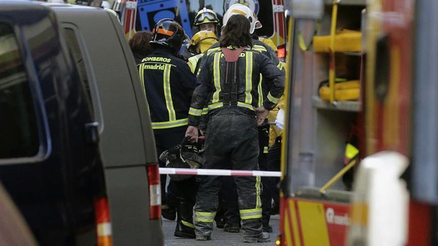 Muere el trabajador atrapado entre los escombros de un derrumbe en Madrid