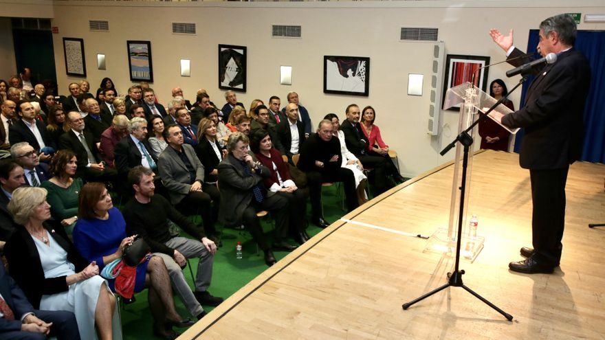 Archivo - Revilla en un acto en la Casa de Cantabria en Madrid