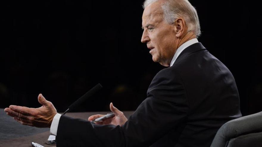 Biden rechaza que la candidatura de Clinton condicione su decisión sobre 2016