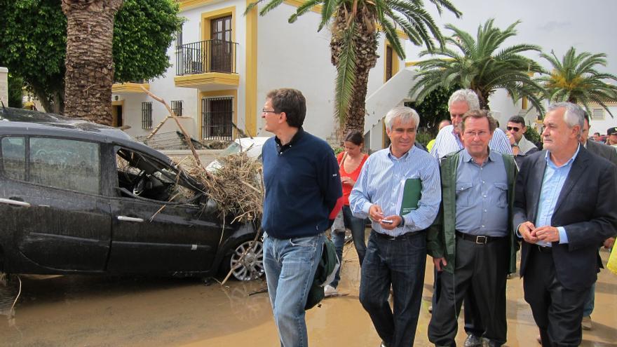 """Griñán garantiza que Gobierno y Junta trabajarán conjuntamente """"en todo lo posible"""" para paliar los daños"""