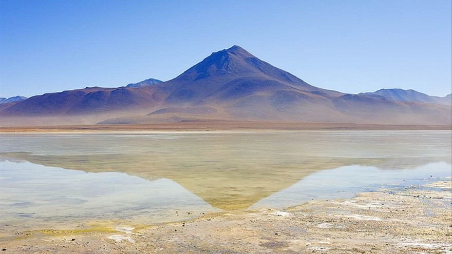 Reflection: la Laguna Blanca, en Bolivia.