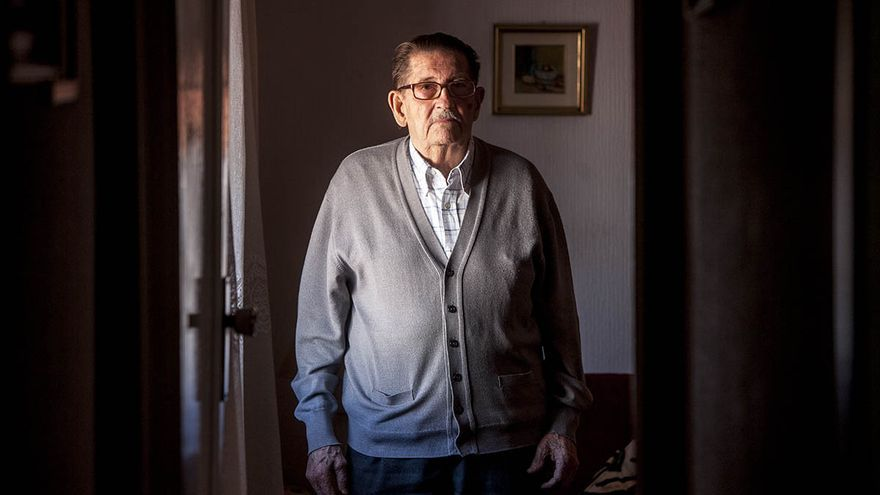 Juan Navarro es activista de los Iaioflautas desde que nació este movimiento  / CARMEN SECANELLA