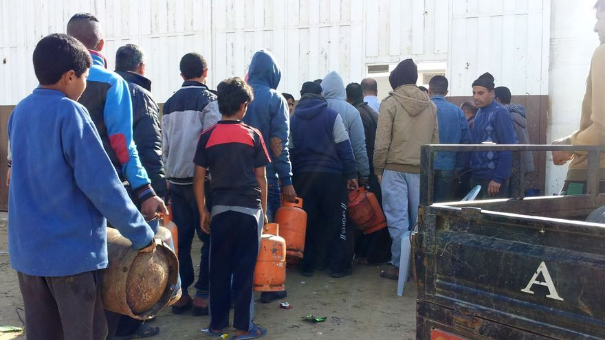 Colas para el gas diariamente en la franja de Gaza / Isabel Pérez