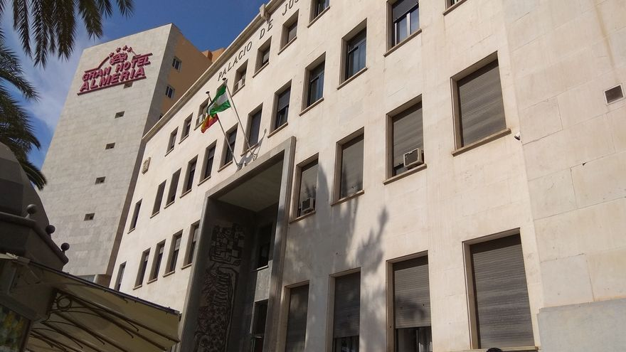 Piden 23 años de cárcel para tres acusados de agredir sexualmente en grupo a una joven en Níjar