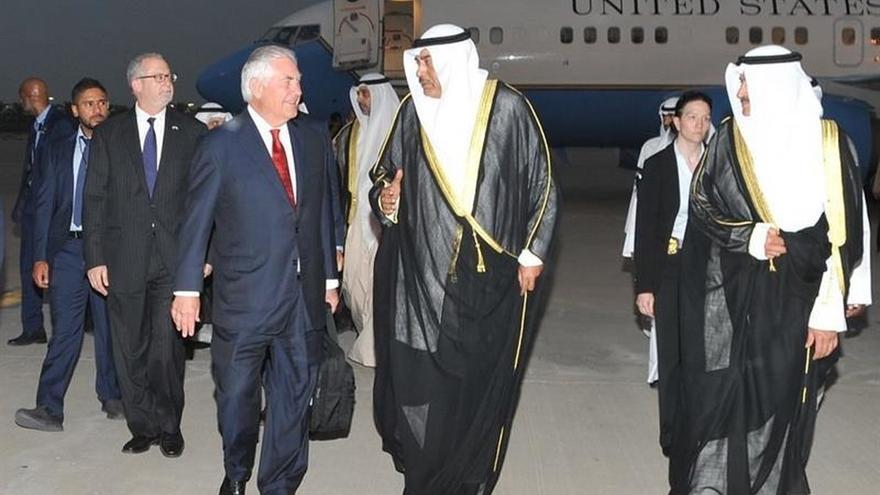 Tillerson se reúne con el ministro Exteriores de Kuwait, mediador en la crisis