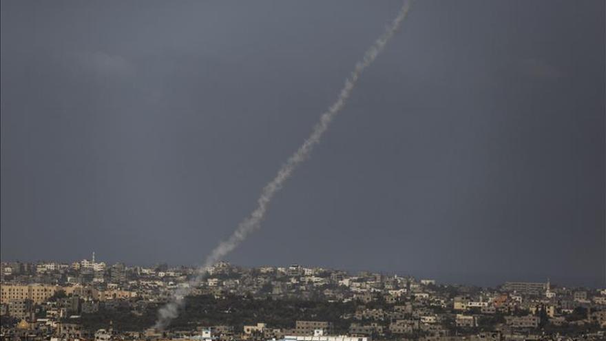 Israel bombardea una posición de Hamás en Gaza en respuesta al disparo de un cohete
