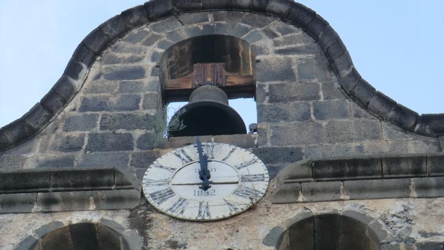 Reloj público de la torre de la parroquia Nuestra Señora de los Remedios, 1852.
