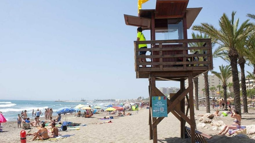 Las playas de Torremolinos contarán por primera vez con servicio de socorrismo en Semana Santa