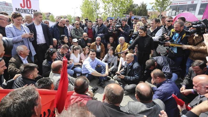 La oposición conservadora paraliza el tráfico en Albania para pedir la dimisión de Rama