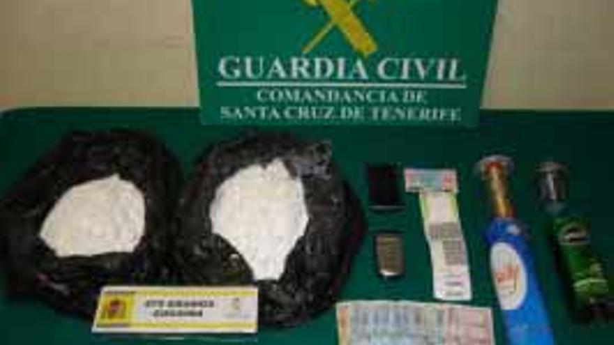 Detenido con 875 gramos de 'coca' oculta en botes de aerosoles