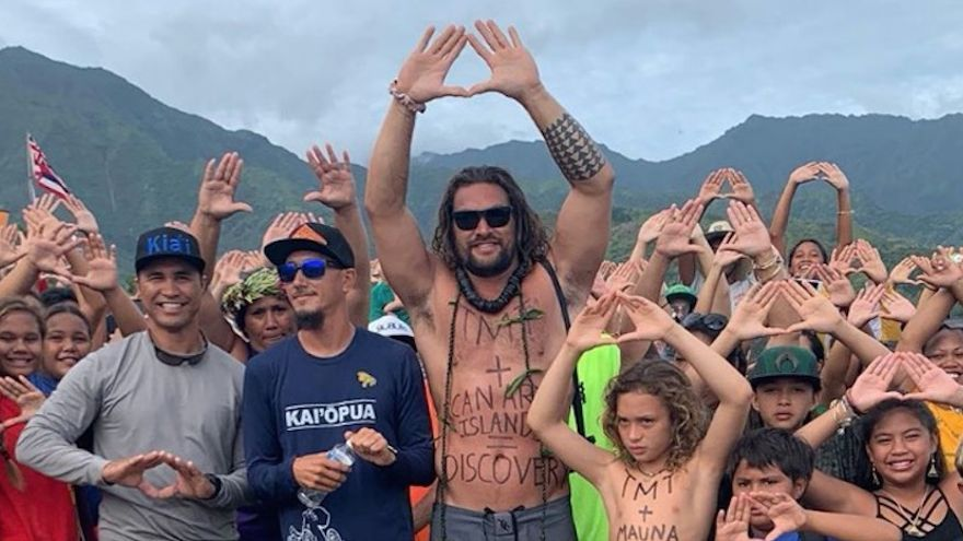 Actor Jason Momoa in a protest to prevent the installation of a large telescope in Mauna Kea (Hawaii).