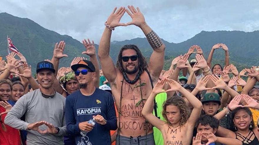 El actor Jason Momoa en una protesta para evitar la instalación de un gran telescopio en Mauna Kea (Hawaii).