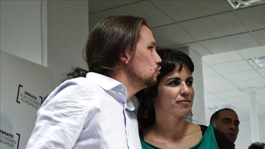 Pablo Iglesias y Teresa Rodríguez, en un acto de la campaña electoral del 25M.