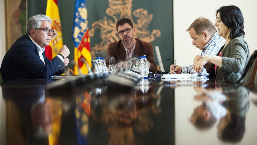 De derecha a izquierda, Rosa Pérez Garijo (EU), José Manuel Orengo (PSPV-PSOE) y Emili Altur (Compromís), en la comisión de investigación de Imelsa en la Diputación de Valencia.