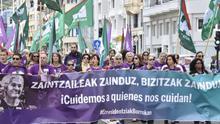 Trabajadoras de residencias de la tercera edad de Gipuzkoa en una manifestación en San Sebastián