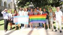 Podemos acompañado por los colectivos LGTBI en el registro de la proposición de ley.