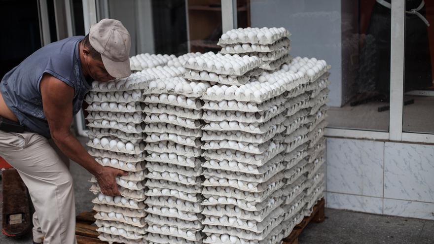 En Cuba, los huevos son cuestión de Estado.