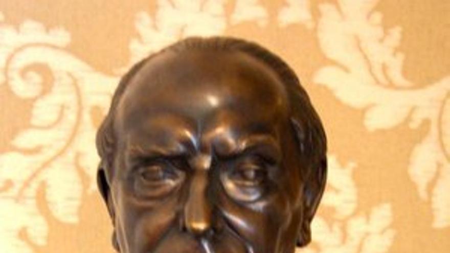 Busto de José María Pemán.