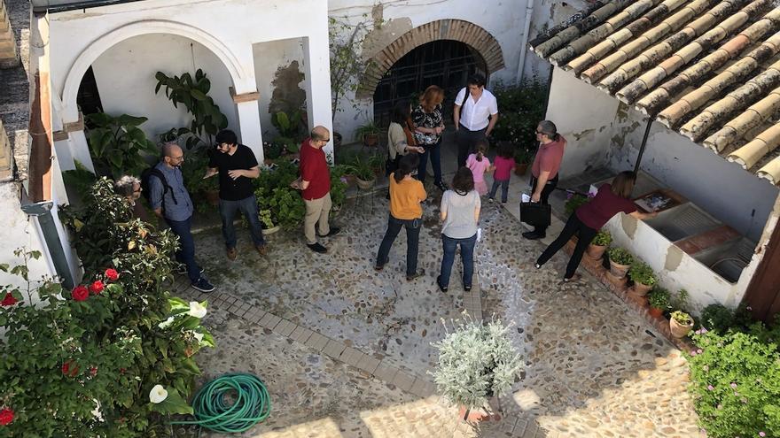 Visita de miembros del consejo europeo al patio de PAX.