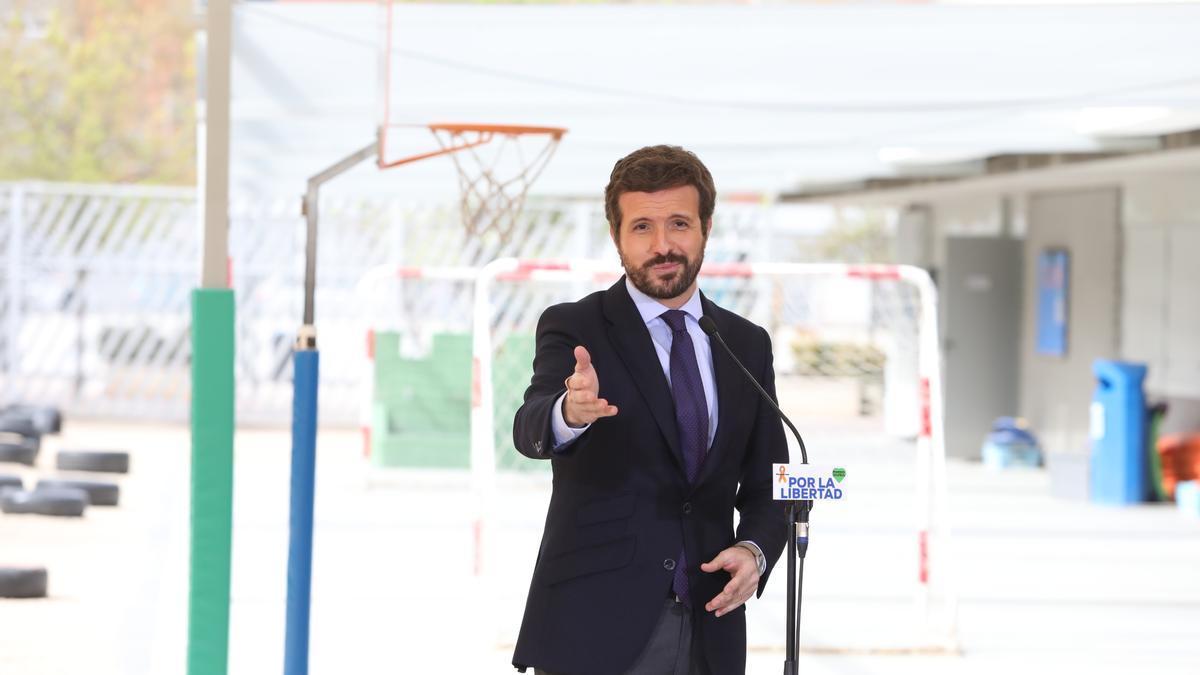 Pablo Casado, este lunes, en un colegio de Madrid.