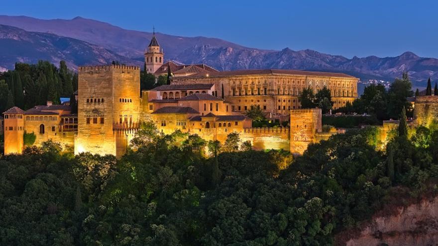 Vistas nocturnas de la Alhambra de Granada