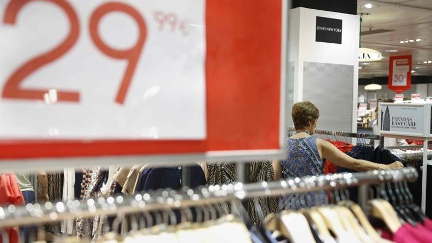 La moda se apunta en masa a descuentos ante la caída de ventas del 10 % en marzo