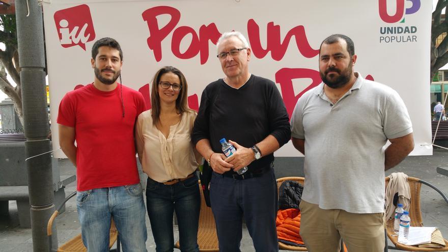 Gianny Herrera (i), Vanesa Catalán, Cayo Lara y Jesús Besay, este domingo. Foto: LUZ RODRÍGUEZ.