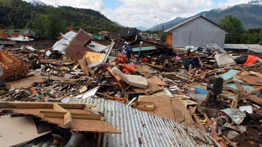 Evacuados los habitantes del poblado arrasado por un alud en Chile