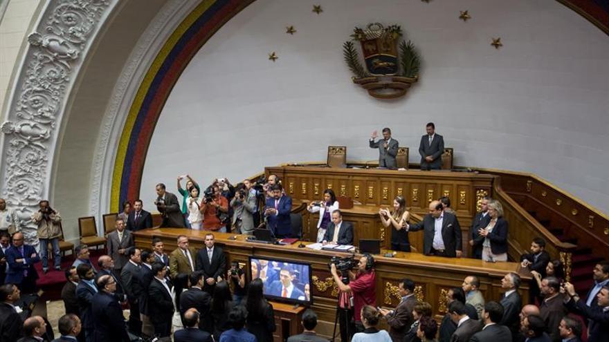 El Parlamento venezolano incorpora al diputado opositor que estuvo preso dos años