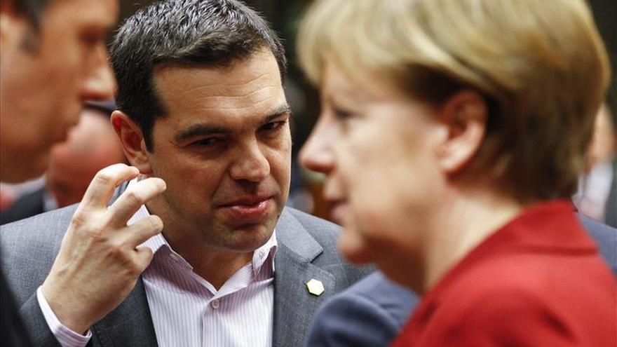 El eurodiputado griego Manolis Glezos muestra su preocupación por el clima entre Grecia y Alemania