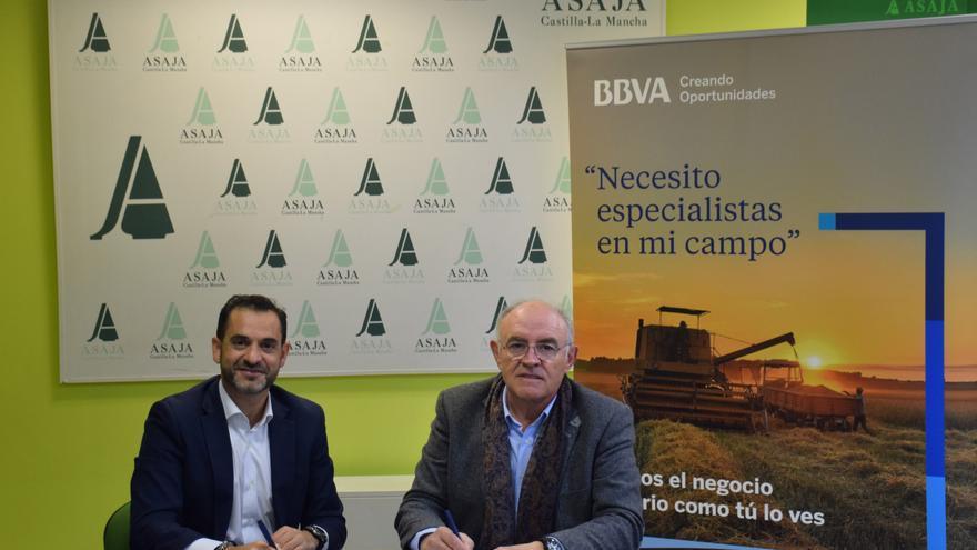 Firma del convenio entre BBVA y ASAJA