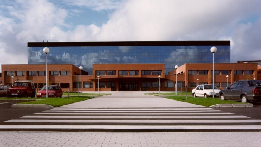 Fachada principal del Hospital de Sierrallana.