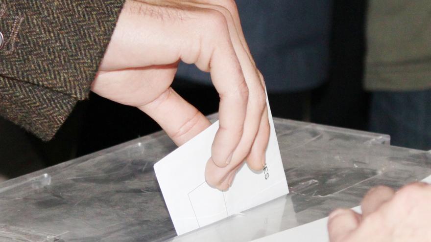 """El PSOE extremeño dice que la """"verdadera"""" encuesta está en las urnas y el PP aboga por el trabajo """"conjunto"""""""