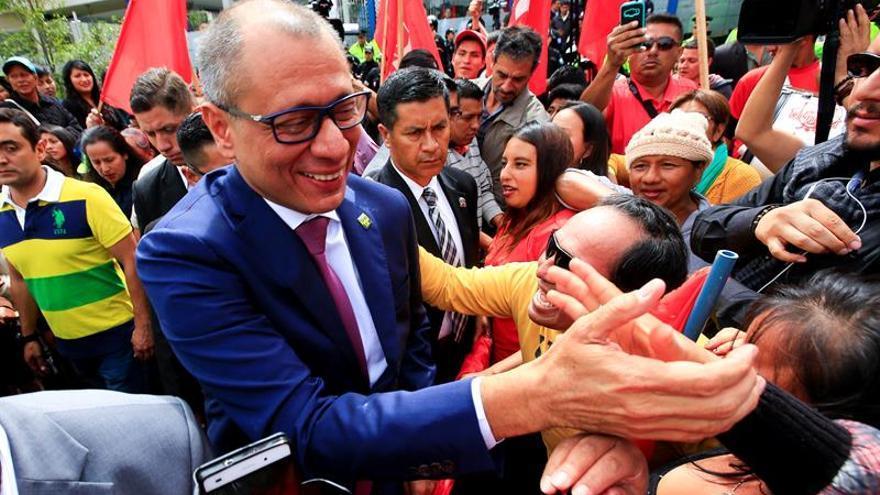 Denuncian al vicepresidente de Ecuador por el delito de concusión