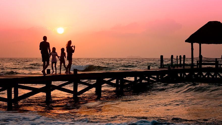 Guía para pasar unas vacaciones en familia sin estrés.